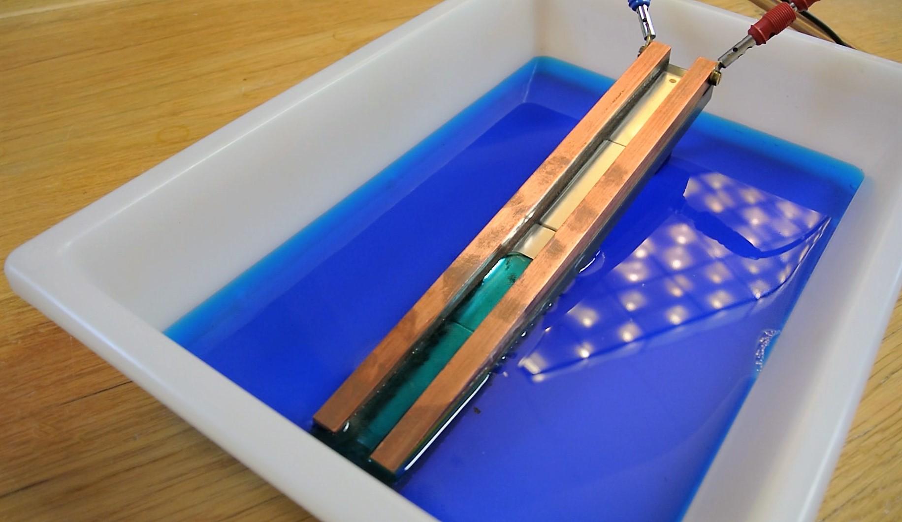 wasser flie t bergauf lorentzkraft experimente physikalisches institut. Black Bedroom Furniture Sets. Home Design Ideas