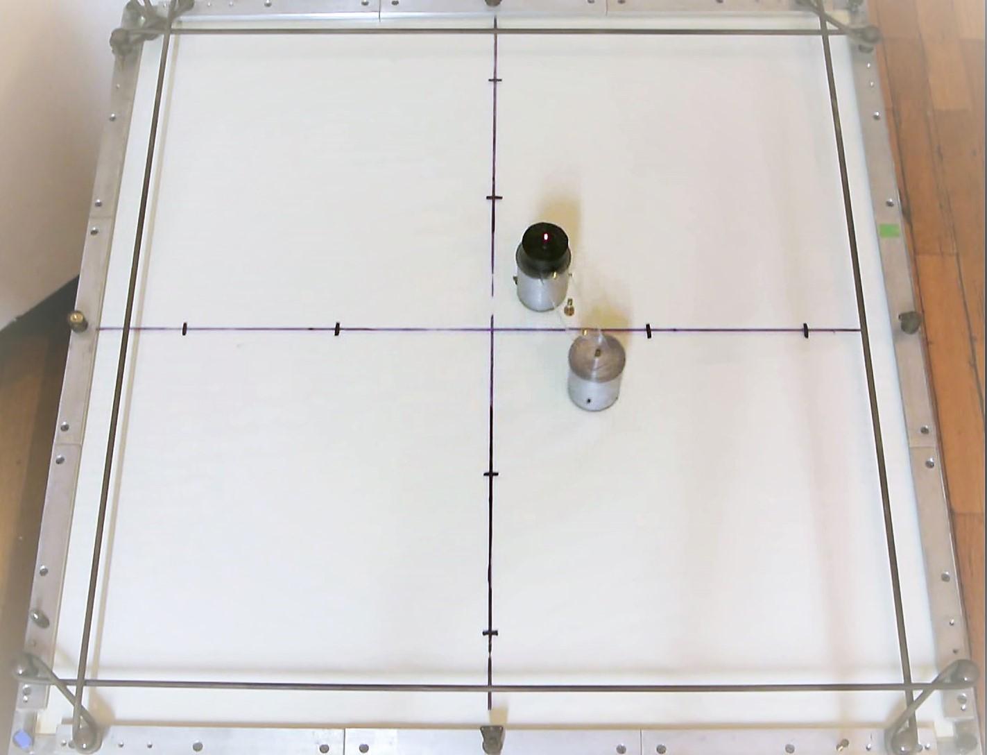 Schwerpunktsbewegung LKF-Tisch — Experimente Physikalisches Institut